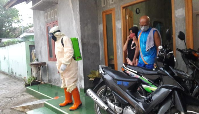 BPBD Lakukan Penyemprotan di RS Darurat dan Desa Wero Kecamatan Gombong