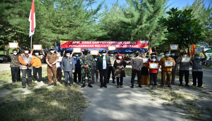 200 Relawan Pemulasaran Jenazah Covid-19 dapat Penghargaan dari Bupati Kebumen